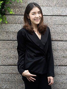ปรนิน คุ้มเมธา ผู้ก่อตั้ง นอวา จิวเวอรี่ เครื่องประดับเงิน  แบรนด์ไทยโกอินเตอร์โดยฝีมือชาวไทยเผ่ากะเหรี่ยง