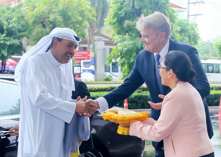 ชีค อาหมัด อัล ฟาฮัด อัล ซาบาห์ ประธานสมาคมสหพันธ์โอลิมปิกแห่งชาติ  เยือนโรงแรมเซ็นทาราแกรนด์ฯ เซ็นทรัลเวิลด์