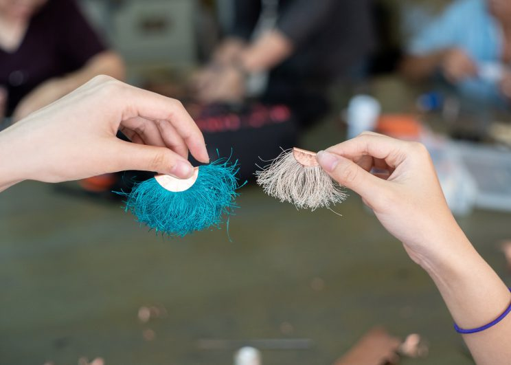 นอวา จิวเวอรี่จัดเวิร์คชอปสอนการทำเครื่องประดับให้กลุ่มผู้หญิงทำงานสมาชิกของ มูลนิธิเอ็มพาวเวอร์ พิพิธภัณฑ์เอ็มพาวเวอร์ ศูนย์บ้านตึก จังหวัด นนทบุรี