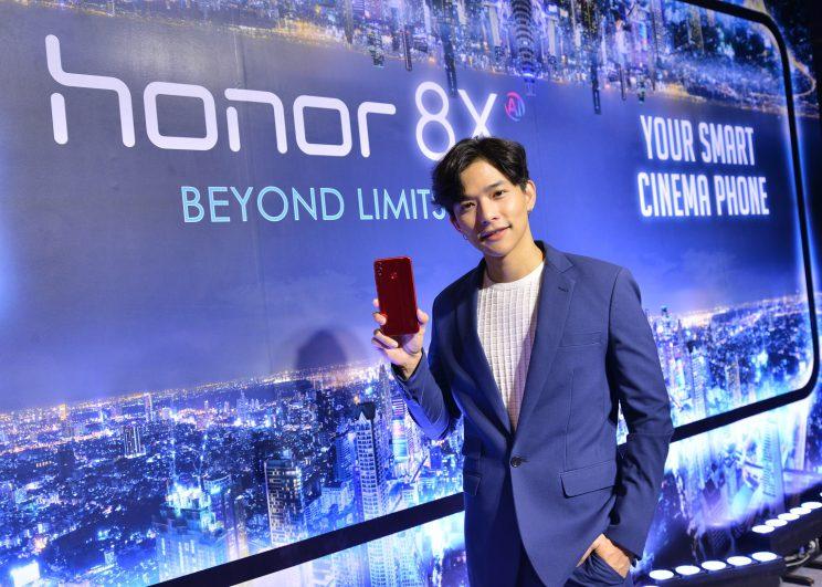 """ออเนอร์เปิดตัวสมาร์ทโฟน HONOR 8X   พร้อมพรีเซนเตอร์คนแรกในประเทศไทย """"ลี ฐานัฐพ์"""""""
