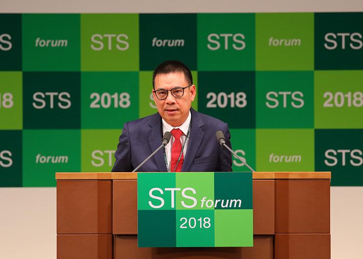 คุณรุ่งโรจน์ รังสิโยภาส กรรมการผู้จัดการใหญ่ เอสซีจี ร่วมปาฐกถาในงาน STS forum 2018_Memag_Online