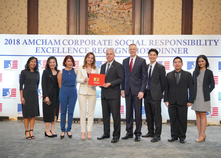 เฟดเอ็กซ์ เอ็กซ์เพรส ประเทศไทย รับรางวัลองค์ที่มีความรับผิดชอบดีเด่น ระดับโกล์ด จากหอการค้าอเมริกันประเทศในไทย ครั้งที่ 12