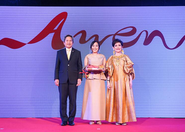 """วัลยา จิราธิวัฒน์ ขึ้นแท่นผู้บริหารหญิงเก่งระดับอาเซียน  คว้ารางวัล """"Outstanding ASEAN Women Entrepreneurs""""  ผู้ประกอบการสตรีโดดเด่นระดับอาเซียนในงาน AWEN Awards 2019"""