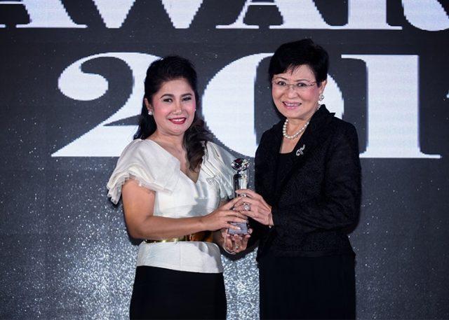 คุณสายฝน-เขียวเกิด-CEO-of-Innovative-Solutions-Award-ME-Awards-2017-640x457-640x457