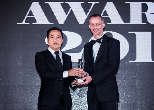 ภาณุ-โชคอภิรัตน์-Achieving-Leadership-Excellence-Award-ME-Awards-2017-640x457-640x457