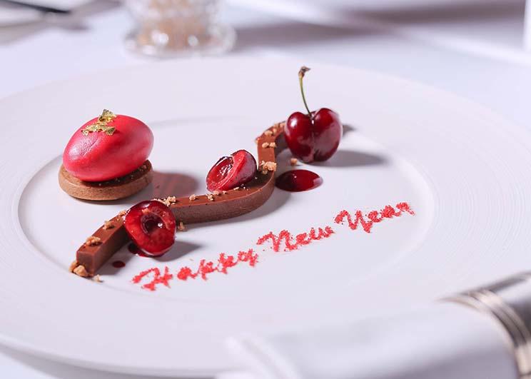 ปีใหม่กาล่าดินเนอร์สุดหรูบนรูฟท็อป ณ ห้องอาหารเรดสกาย โรงแรมเซ็นทาราแกรนด์ฯ เซ็นทรัลเวิลด์