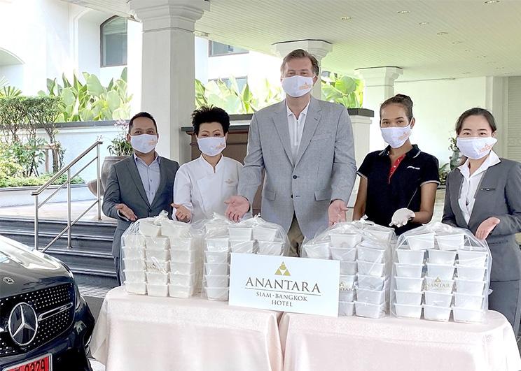 โรงแรมอนันตรา สยาม กรุงเทพ ส่งมอบอาหารถึงผู้เดือดร้อนช่วงวิกฤตไวรัสโควิด-19
