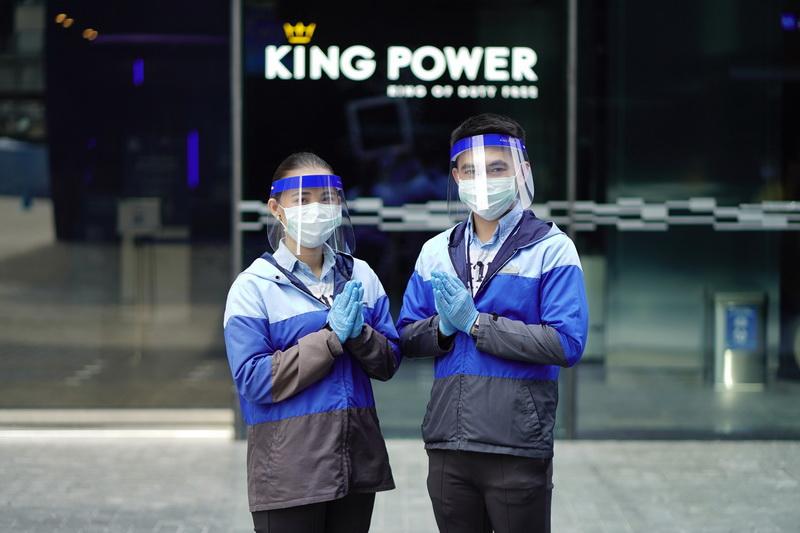 """มหานคร สกายวอล์ค รูฟท็อปและจุดชมวิวชั้นดาดฟ้าที่สูงที่สุดในประเทศไทยกลับมาเปิดให้บริการแล้ว ณ ชั้น 78 ของคิง เพาเวอร์ มหานคร อาคารลายพิกเซลส์อันเป็นเอกลักษณ์ใจกลางย่านสาทร ที่พร้อมเปิดประตูต้อนรับนักท่องเที่ยวขึ้นชมทัศนียภาพอันงดงามจากจุดชมวิวภายในและภายนอกอาคาร พร้อมตอบโจทย์ไลฟ์สไตล์ใหม่ของสังคมในแบบ """"New Normal"""" ด้วยมาตรการเว้นระยะห่างทางสังคมตามนโยบาย """"KING POWER CARE POWER"""""""